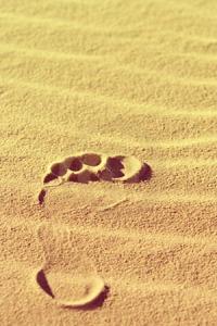 Jesse, voetafdruk-zand-81642651
